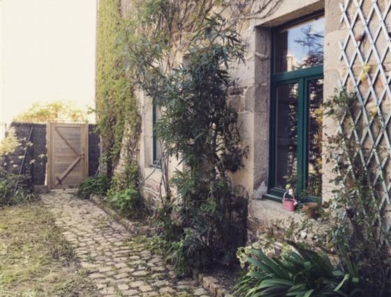 PAIMPOL PORT  Appartement avec jardin